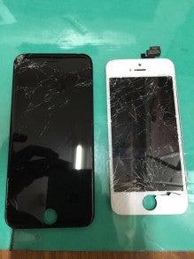 黒がiPhone6 白がiPhone5です