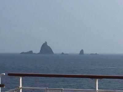 にっぽん丸から見る伊豆七島の奇岩