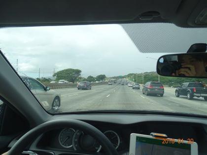 f4ccfd58d422 クアロアランチからハワイ最大のアウトレットモールであるワイケレプレミアムアウトレットまでは車で約40分ほどです。