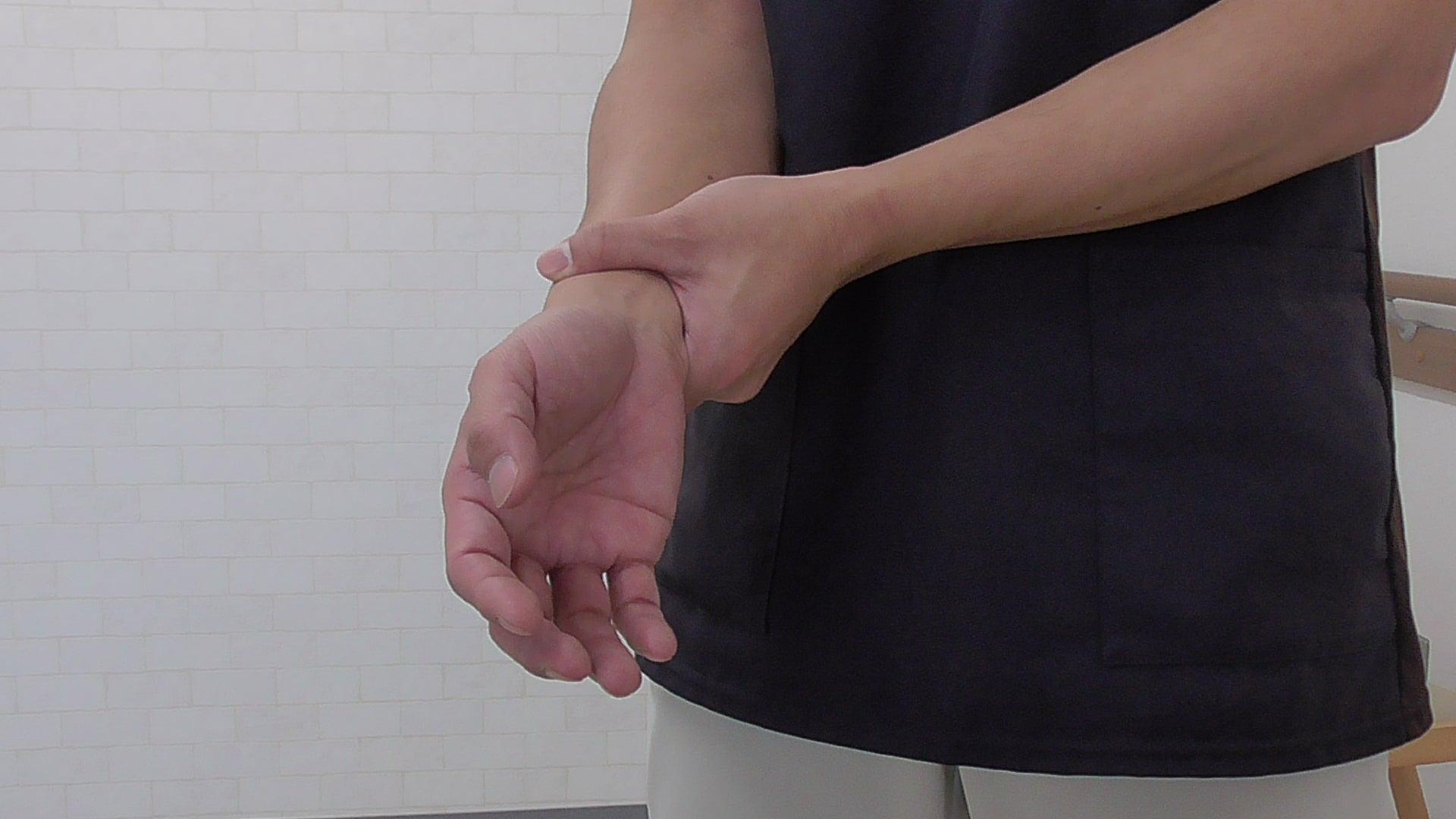 テーブルに麻痺の手を置く【麻痺のリハビリワンポイント】 | 脳梗塞の麻痺でお困りの方の改善を目指す ...