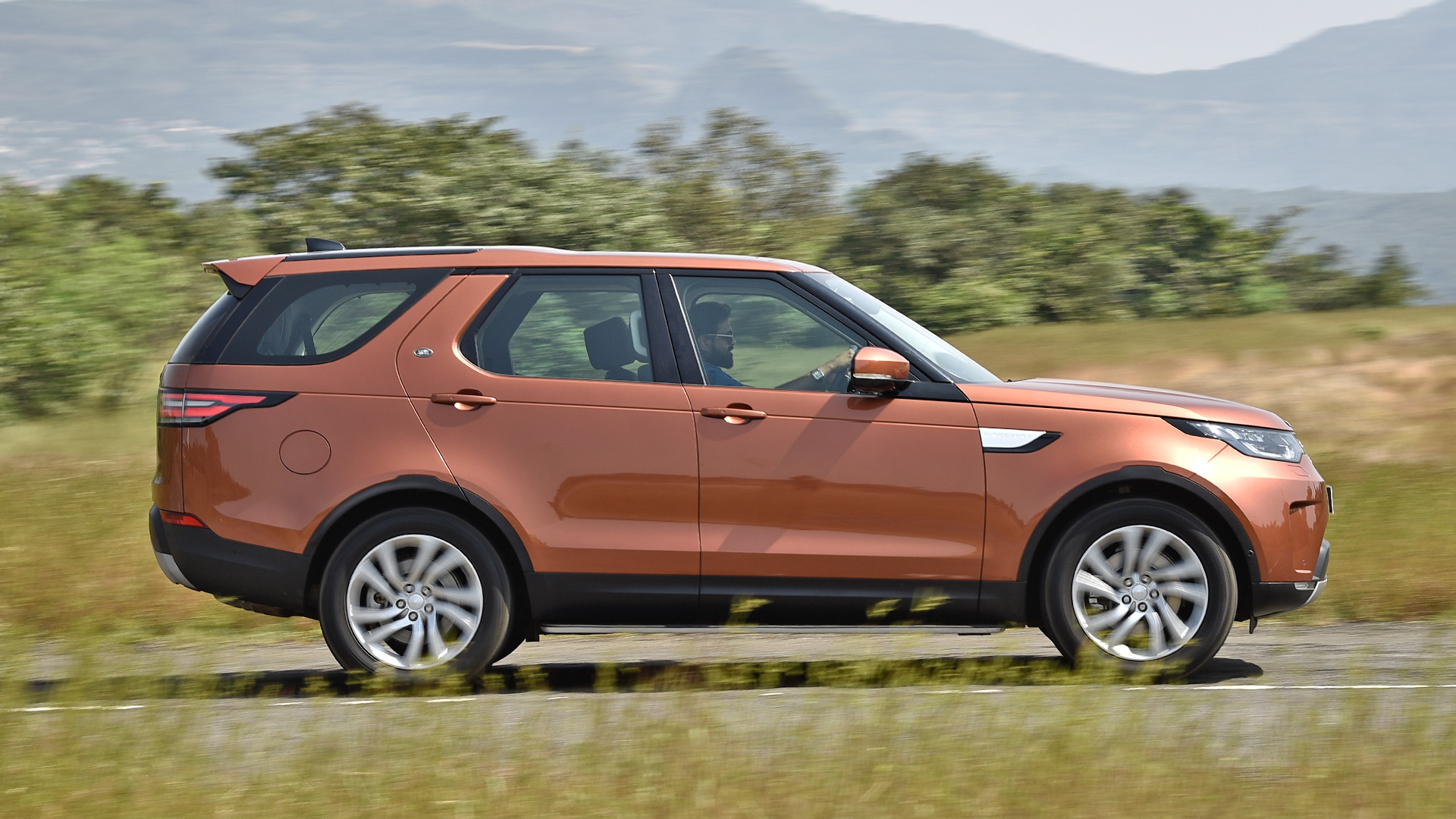Land Rover Discovery 2017 Price Mileage Reviews Specification