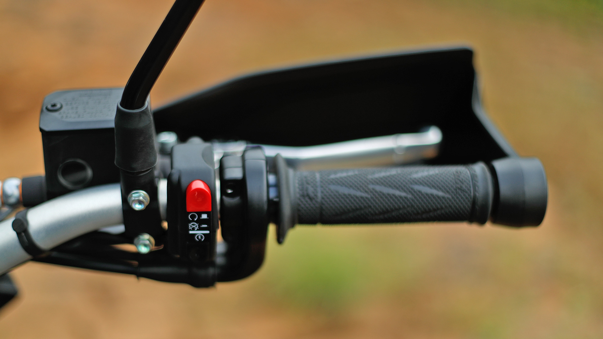 hight resolution of swm superdual 650 t engine turn off switch
