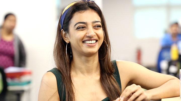 "Radhika Apte: ""Akshay Kumar's INNOCENCE In Pad Man Will Win You"" -  Bollywood Hungama"