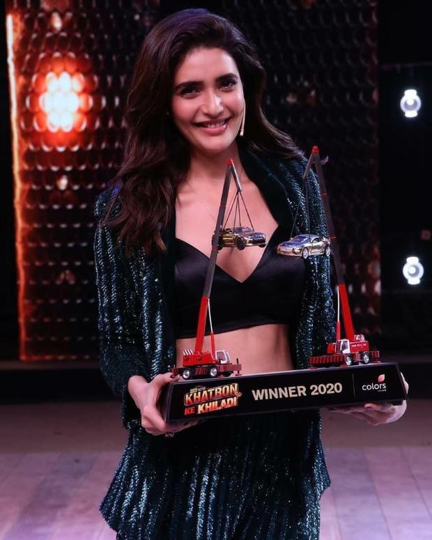 Karishma Tanna wins Khatron Ke Khiladi 10, Rohit Shetty hands over the trophy
