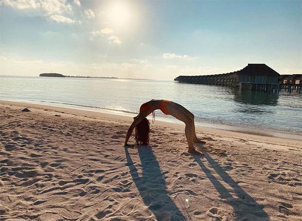 Rakul Preet Singh doesworkout in bikini by the sea while enjoying the sunset in Maldives