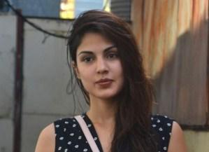 रिया चक्रवर्ती के वकील का कहना है कि वे उच्च न्यायालय में जमानत के लिए आवेदन करने की जल्दी में नहीं हैं: