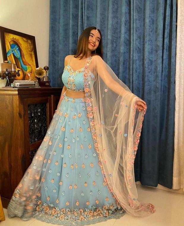 Anushka Sen seems gorgeous in ice blue lehenga for the marriage reception of Rahul Vaidya and Disha Parmar : Bollywood Information - THE MEABNI