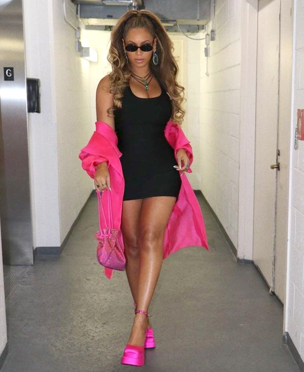 Beyoncé shows how to make hot pink your best friend as she stuns in an almost all-pink outfit with a black surprise