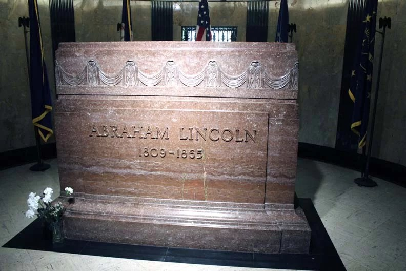 The actual tomb of Lincoln.