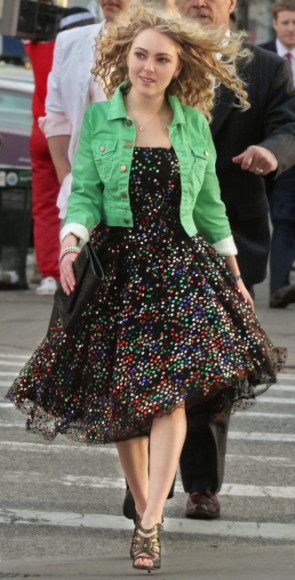 """The Carrie Diaries -- """"Pilot"""" -- Pictured: AnnaSophia Robb as Carrie Bradshaw -- Photo: Giovanni Rufino/The CW -- © 2012 The CW Network, LLC. All rights reserved."""