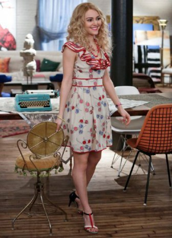 """The Carrie Diaries -- """"Kiss Yesterday Goodbye"""" -- Pictured: AnnaSophia Robb as Carrie — Image Number: CD113a_0548b.jpg — Photo: Patrick Harbron/The CW -- © 2013 The CW Network, LLC. All rights reserved."""