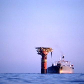 lastebøye, forsidebilde, Striden om lastebøyen, Oljehandel