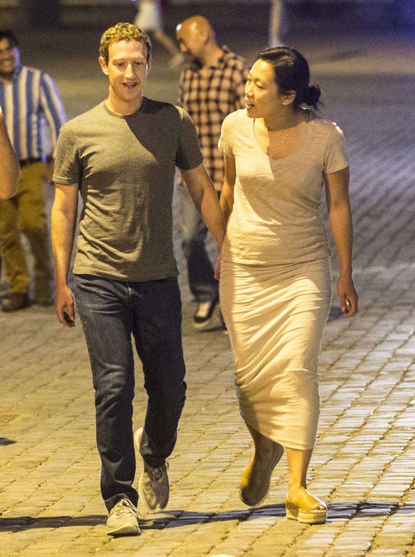 PHOTOS Mark Zuckerberg And Wife Enjoy Late Night Tour Of