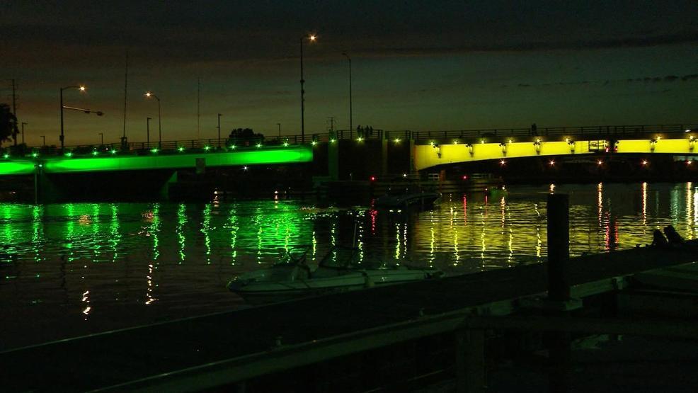green bay bridges light up for jerry