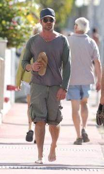 Gerard Butler Barefoot