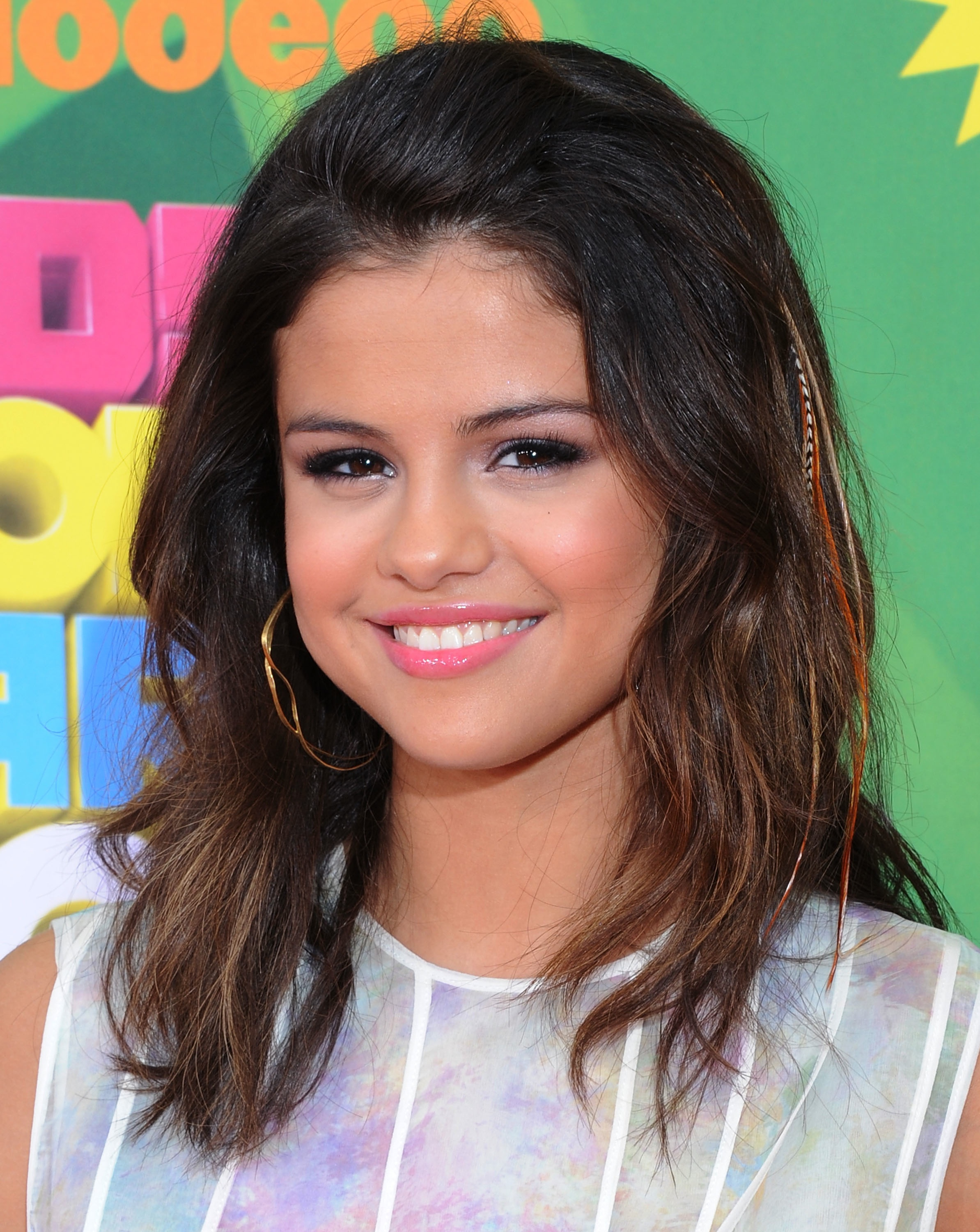 121480 13019359222 Get Selena Gomezs Pale Pink Lip Look For Spring
