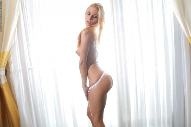 Yeah She Squats Porn Photo