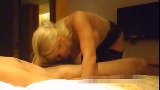 金髮烏克蘭姐姐兩顆胸器夠份量 抓著男人想被揉被干