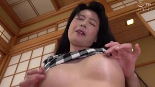 【高清中文字幕】VENU-930 最高の乳首イキ近親性交~美しい母の敏感乳首をつまんで引っ張りこねくり回した息子~ 三浦恵理子