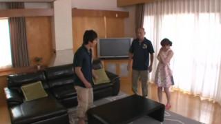 看到超級像月野優里亞森澤佳奈(飯岡加奈子)小蘿莉的自拍被手淫中國小姨子