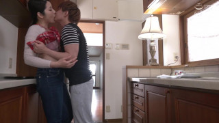 VENX-043 父が出かけて2秒でセックスする母と息子 碓氷れん