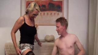 Hot deutsche Mutter mit jungen