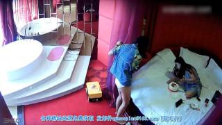 国产360水滴偷拍情趣酒店5/14 情趣酒店两个女同开房磨豆腐看地上的奢侈品两个应该家境不错