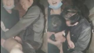 [JAV101精選直播!]變態正妹和兩位阿伯在路邊打野砲! :我都不知道自己經歷了甚麼