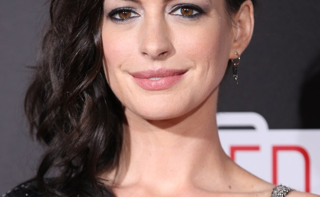 Product Spotlight Get Anne Hathaway S Lipstick Stylecaster