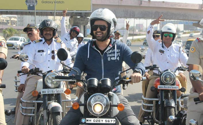 Maniesh Paul cheers the Safety Ride campaign in Mumbai