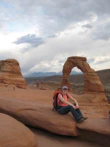 Katja vor dem Delicate Arch