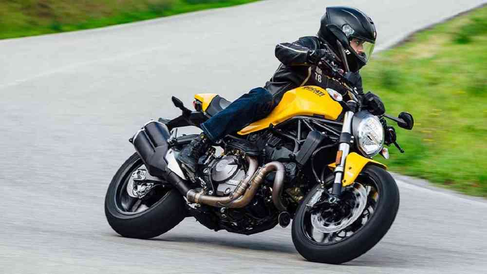 medium resolution of the motorcycle sports the familiar design aspects volumes silhouette tank and headlight are