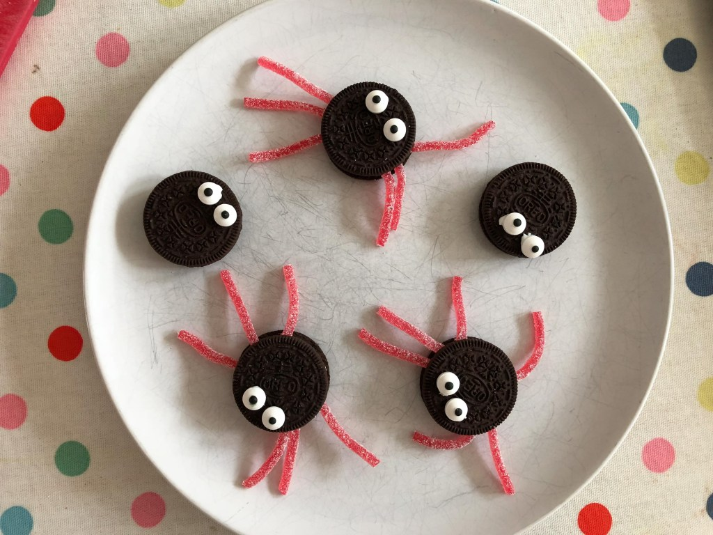 Oreo spider biscuits for Halloween