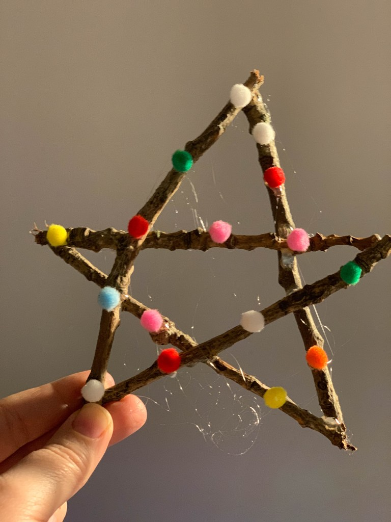 twig star decoration by the gingerbread house blog