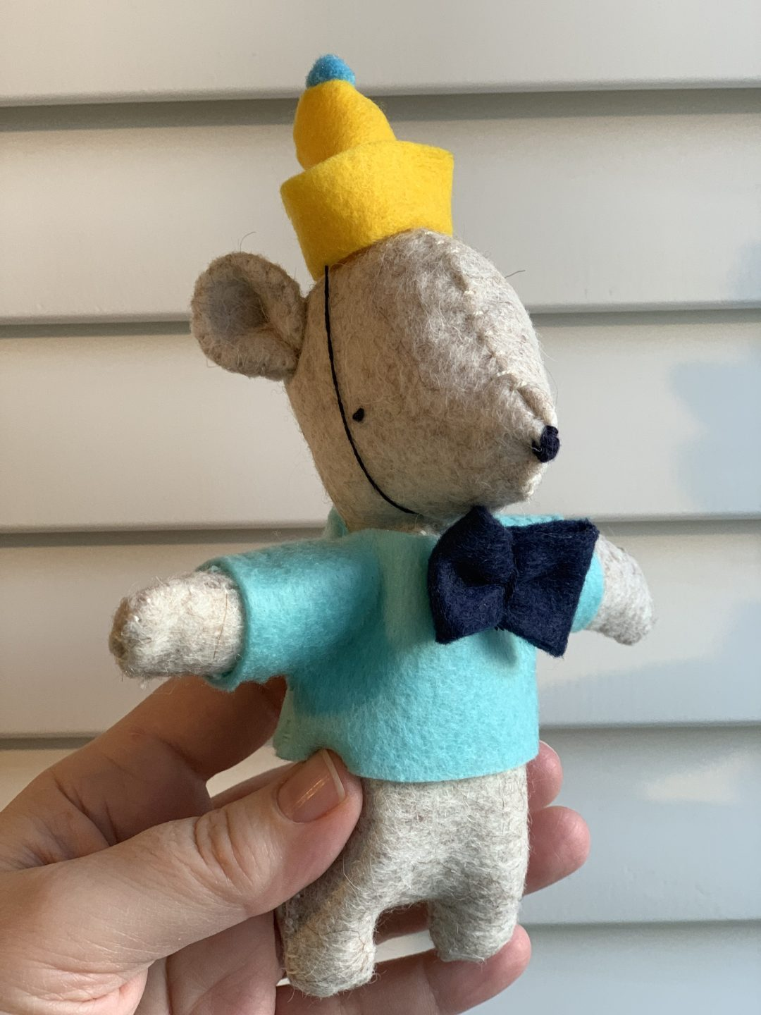 Miniature Felt Party Bear from Mollie Makes magazine