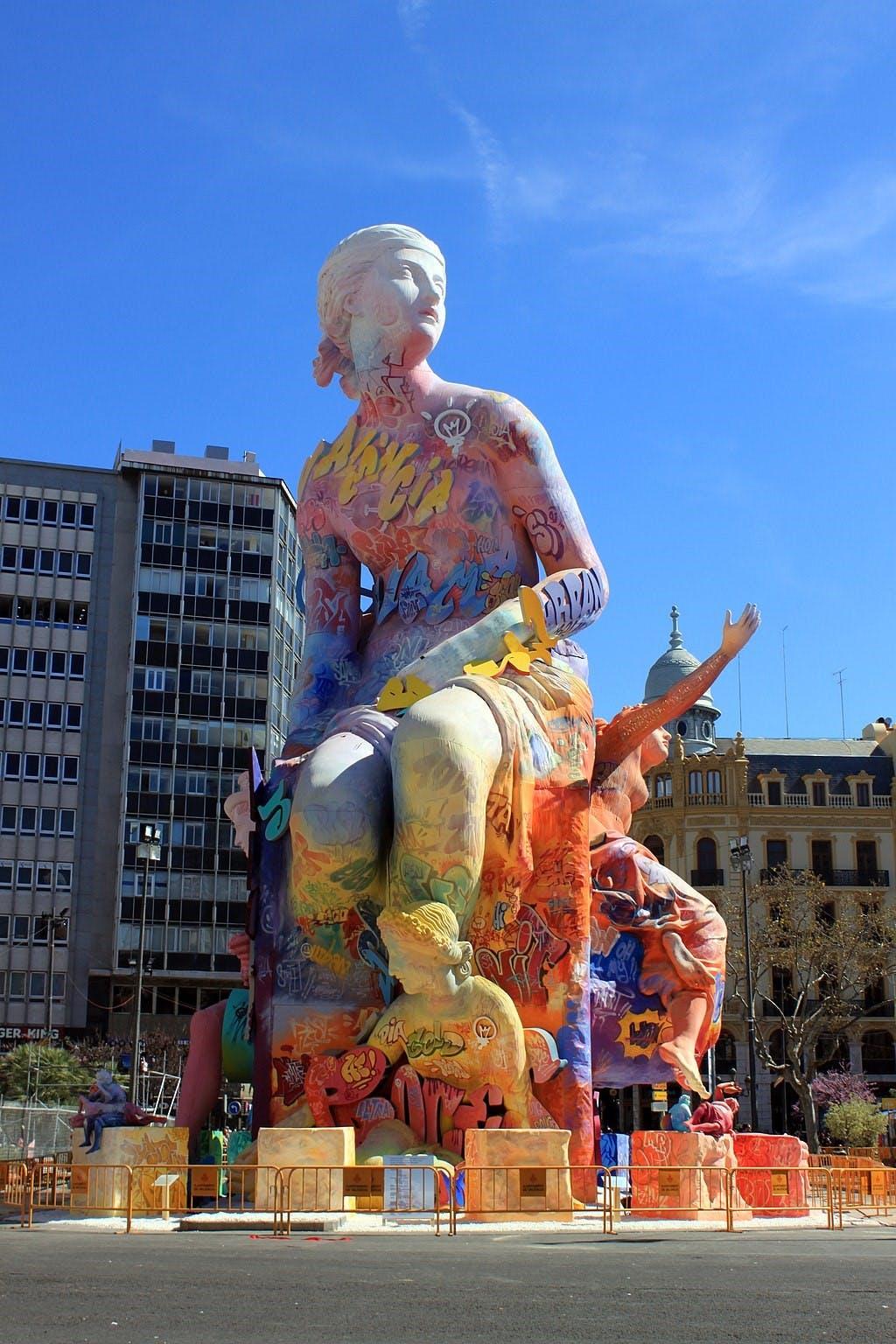 【法雅節】西班牙年度盛事 民眾火燒人偶以諷刺時弊 | 撐場