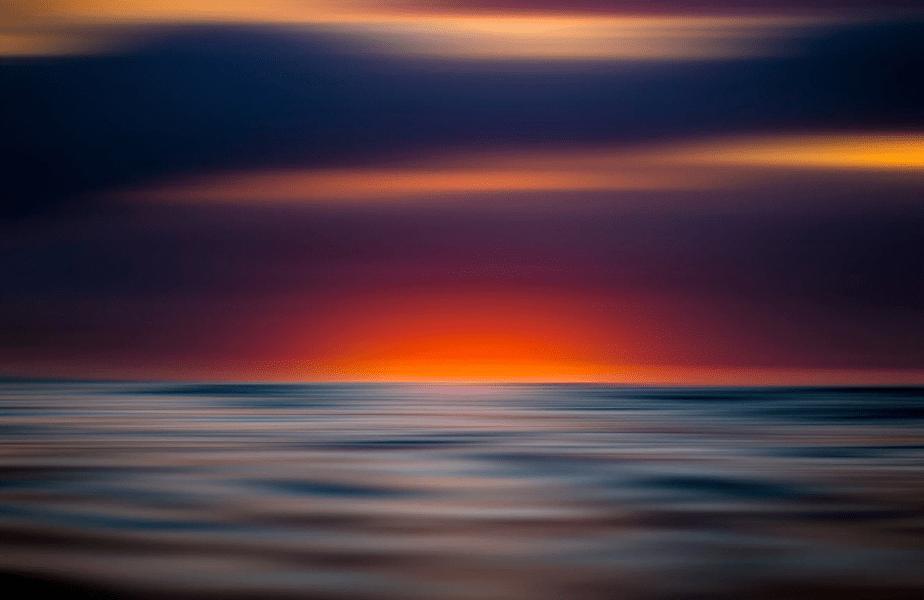 kleurrijke zee zonsondergang verplaatst lange blootstelling