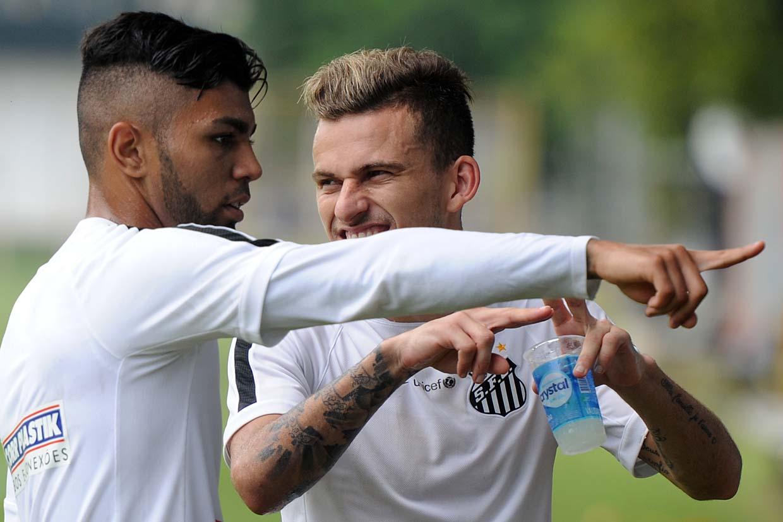 Gabigol comenta amizade com Lucas Lima: 'Muito estranho vê-lo no Palmeiras'
