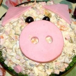 Оформление блюда в год Свиньи-Кабана
