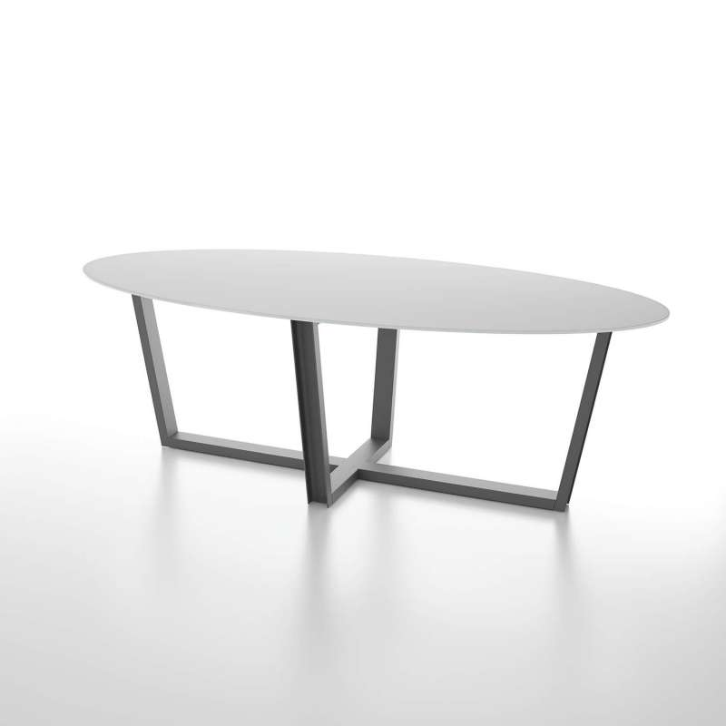 table design en verre ovale avec pieds en metal modernes viktor