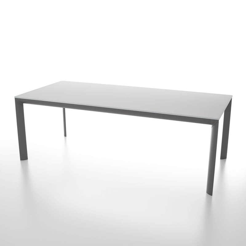 table rectangulaire plateau en verre trempe et pieds en metal fabriquee en italie cocoon