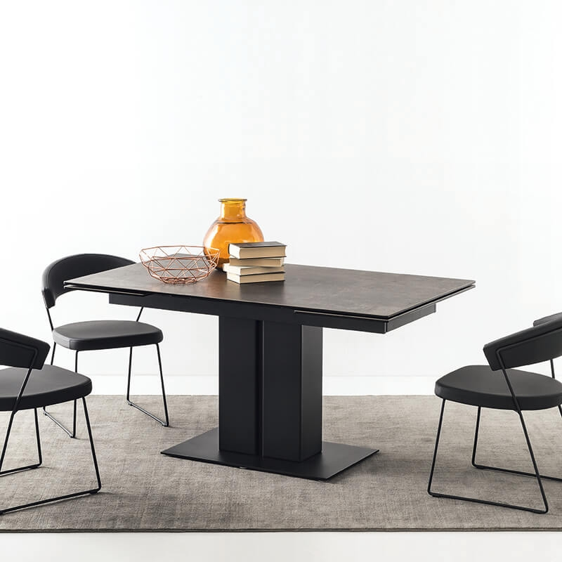 table extensible ceramique avec pied central en metal pegaso connubia