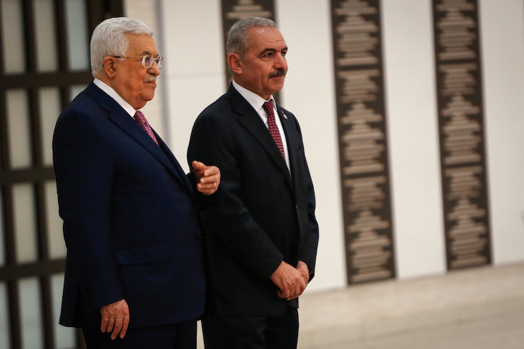 Palestinian Prime Minister Mohammad Shtayyeh (R) and President Mahmoud Abbas (L) at the swearing in ceremony of the new government at the Palestinian Authority's headquarters in Ramallah, April 13, 2019. (Nasser Ishtayeh/Flash90)