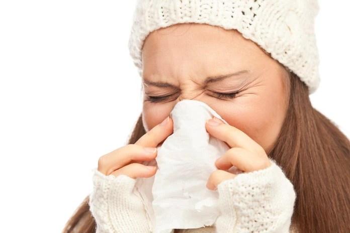 बदलते मौसम में सर्दी-खांसी और जुकाम से निजात पाने के लिए अपनाएं ये 10 असरदार घरेलू नुस्खे