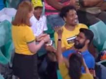 Ind vs Aus: भारतीय फैन ने बीच मैच में ऑस्ट्रेलियाई लड़की को किया प्रपोज, मिला ये जवाब, देखें वीडियो