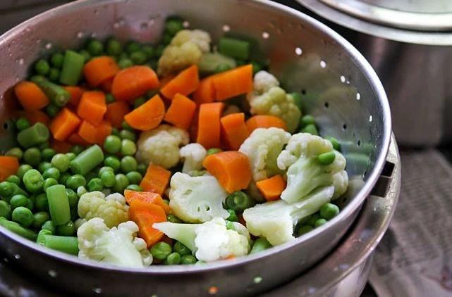 Superfood For Men: पुरुषों को शारीरिक और मानसिक रुप से स्वस्थ बनाते हैं ये 10 सुपरफूड, डाइट में जरूर शामिल करें