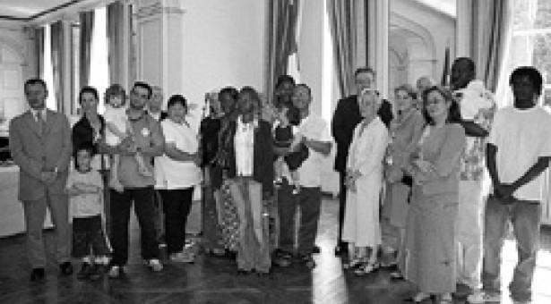 Processus de plainte dans le cadre d'un contrat public; Dix étrangers (nouveaux arrivants) ont signé un contrat d ...