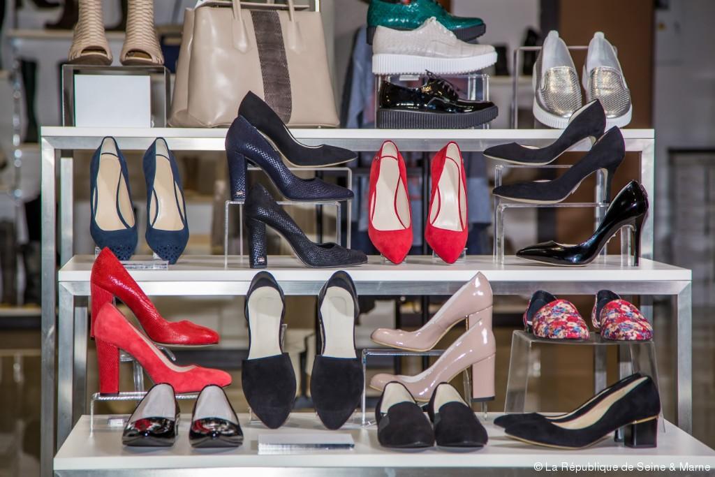 Les Cambrioleurs Derobent Pres De 2000 Paires De Chaussures La Republique De Seine Et Marne