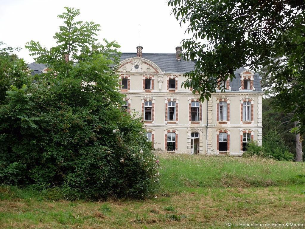 Que Faire Des Chateaux Abandonnes La Republique De Seine