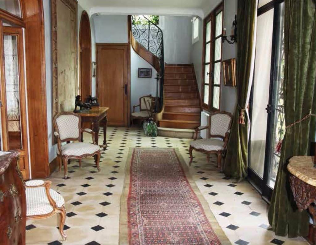 l hotel des ventes du vieux palais a rouen seine maritime